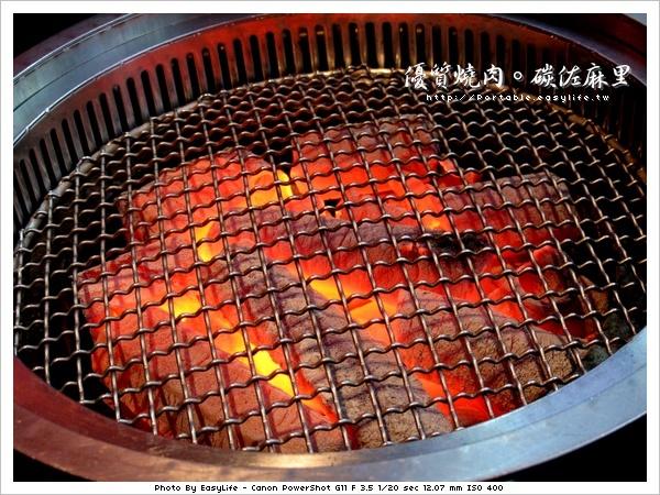 碳佐麻里燒肉。日本料理。非常旺盛的炭火