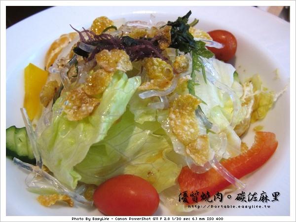 碳佐麻里燒肉。日本料理。和風沙拉