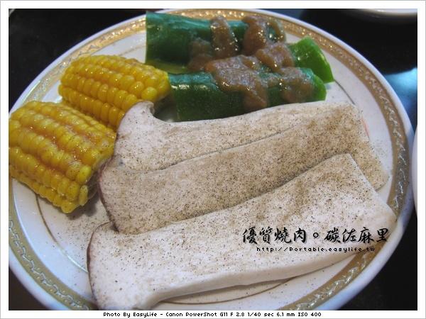 碳佐麻里燒肉。日本料理。野菜盤