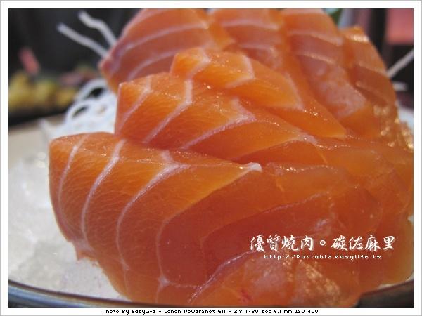 碳佐麻里燒肉。日本料理。鮭魚生魚片