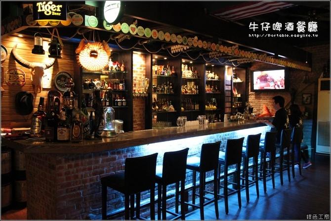 餐厅内的吧台,有没有一种马上想来喝一杯的感觉?图片
