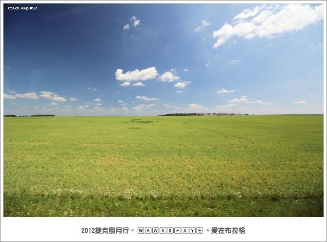 捷克境內藍天白雲綠地美麗風光