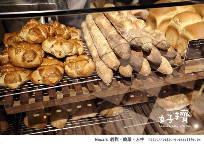 好擠。台南老房子咖啡廳早午餐