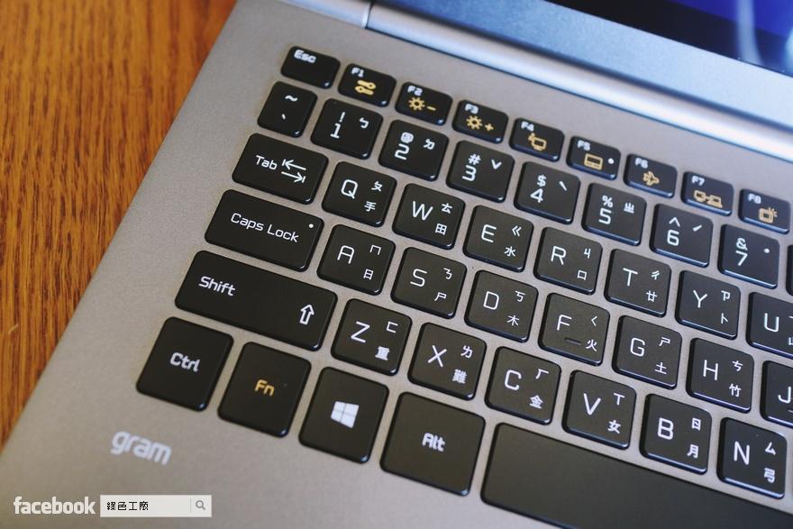 開箱 LG gram 15Z980-G 15.6 吋輕薄型筆電
