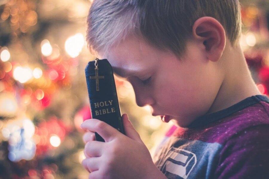 小孩 聖經 小孩拿聖經