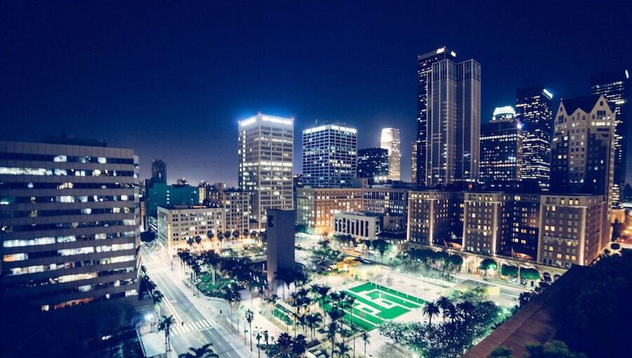 城市 夜景 馬路 燈 建築 天空 黑夜