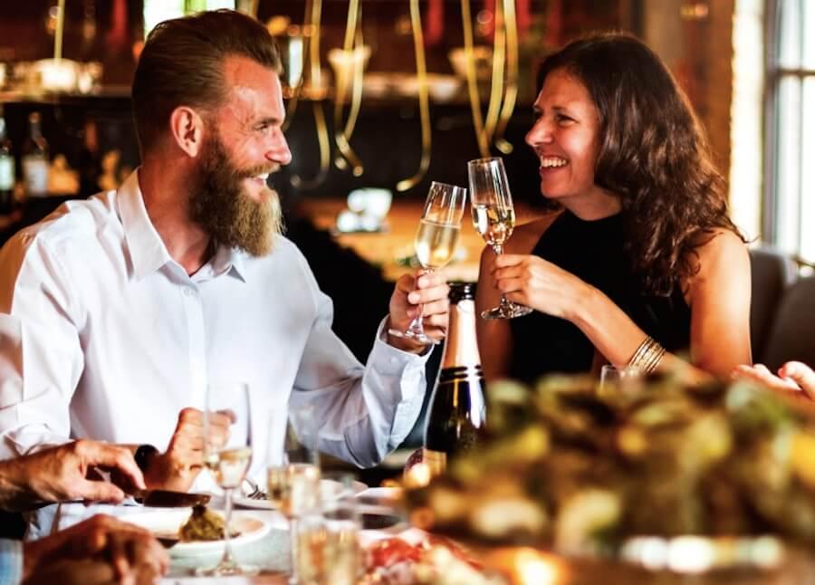 rawpixel 乾杯 男女 慶祝 香檳 餐廳